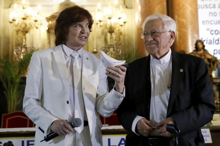 Con voz del Papa Francisco, Camilo Sesto presenta su nueva canción Padre nuestro