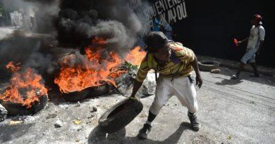 Violencia en calles haitianas obliga al gobierno suspender aumento precios de combustibles