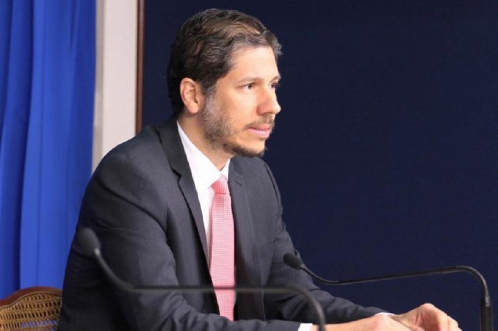 Es hijo de Don Alvarito Arvelo, Embajador dominicano elegido presidente de comité de ONU de alimentación