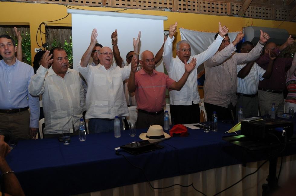 PRM celebra encuentro con productores agropecuarios de la Línea Noroeste afectados por los ciclones Irma y María y decide apoyar sus reclamos al gobierno.