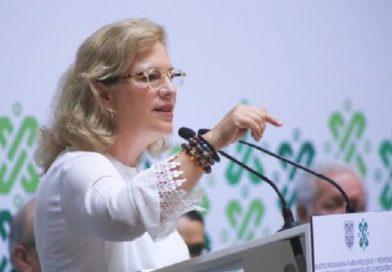 Por retrasar un vuelo para abordarlo renuncia de su cargo la ex ministra de Medio Ambiente de México