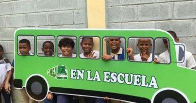 Mas de 200 alumnos reciben orientaciones sobre seguridad vial y el uso correcto de los autobuses