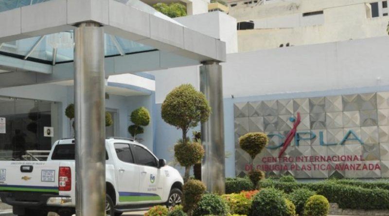 Ministerio de Salud cierra clínicas en la capital y promete más