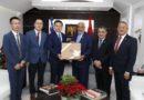 Radhamés Camacho recibe al embajador de China en RD quien le dona 50 computadoras a la Cámara de Diputados