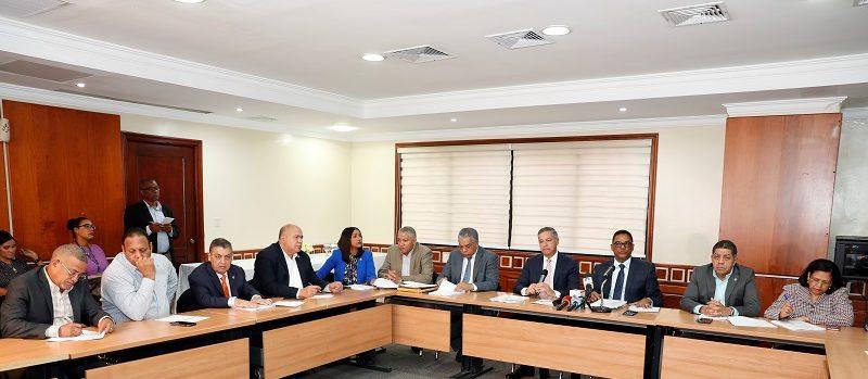 Diputados conocen propuesta de cambios a Presupuesto 2019 se reúnen con funcionarios del área financiera gubernamental.