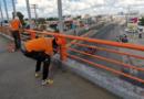 Obras Públicas realizan labores de limpieza en edificaciones deterioradas