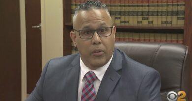 Detective latino presenta una demanda de $ 35 millones contra su departamento por presunta discriminación