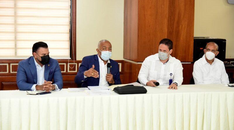 Comisión de Hacienda recibe a ministro de Vivienda y a director de Fiduciaria Banreservas